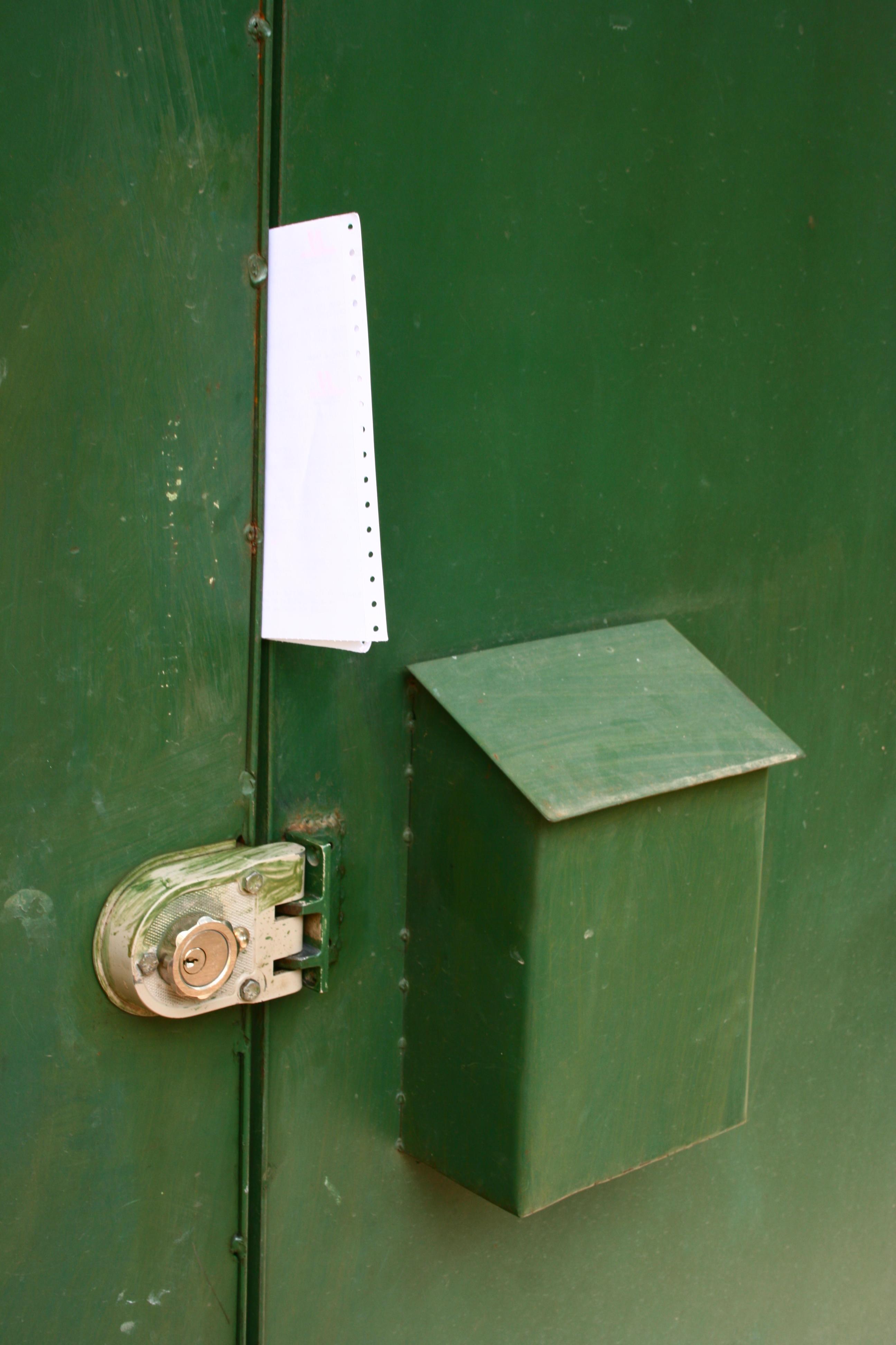 La factura única sí cabe en la ranura de tu puerta. Foto cortesía de Jlduron.